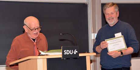 Bent Lauge Madsen holdt talen ved overrækkelsen af Wesenberg-Lund Prisen til Jan Nielsen. Foto: Henning Jensen.