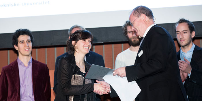 Julie Sainmont modtager Young Researcher Reward ved DTU's ph.d.-fest. Foto: Thorkild Christensen.